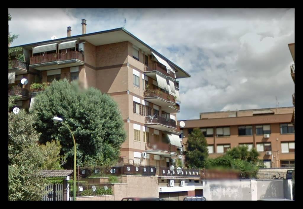 Trilocale in Via Scorticabove 55, San Basilio, Ponte Mammolo, Roma