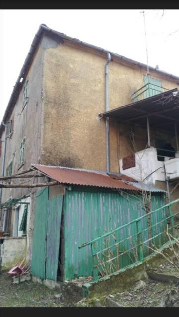 Casa semi indipendente, Porto, Torriglia, da ristrutturare