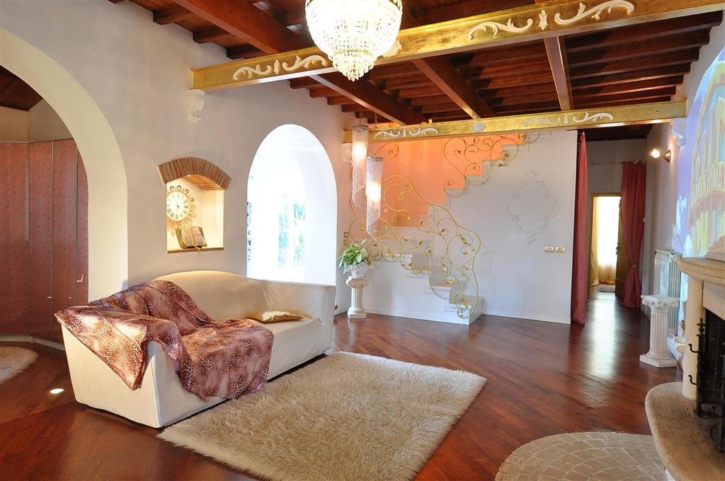Casa semi indipendente in vendita follonica - Classe immobile ...