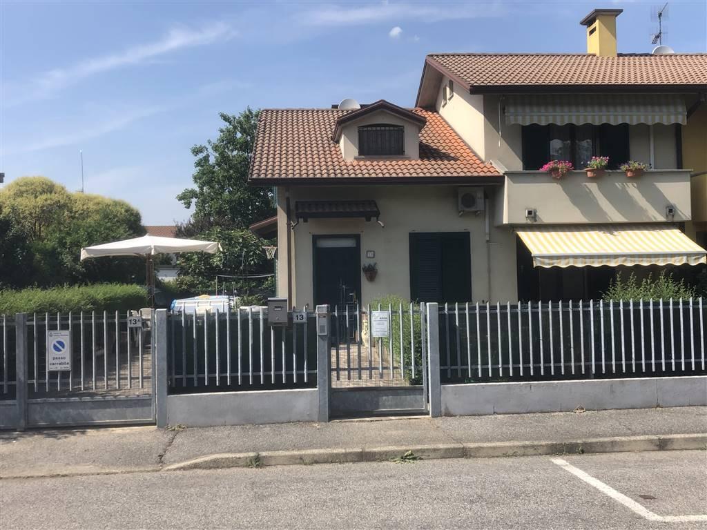 Bifamiliare in Via Mazzini, Inverno, Inverno e Monteleone
