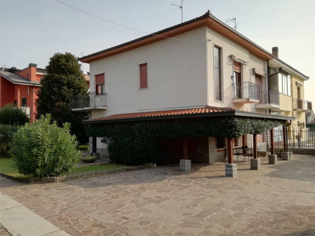 Villa, Colnago, Cornate D'adda, abitabile
