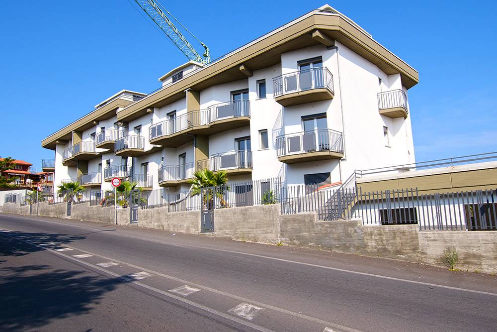 Appartamento in Via Papa Giovanni Xxiii, Camporotondo Etneo