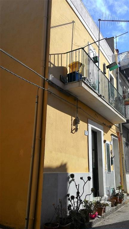 Casa singola, Motta Sant'anastasia, da ristrutturare
