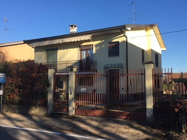 Villa, Mortara