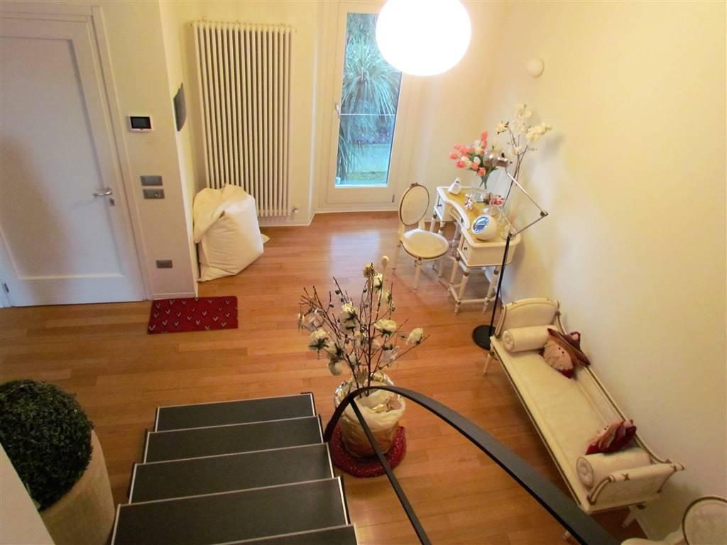Villa in vendita a Osimo, 10 locali, Trattative riservate | CambioCasa.it