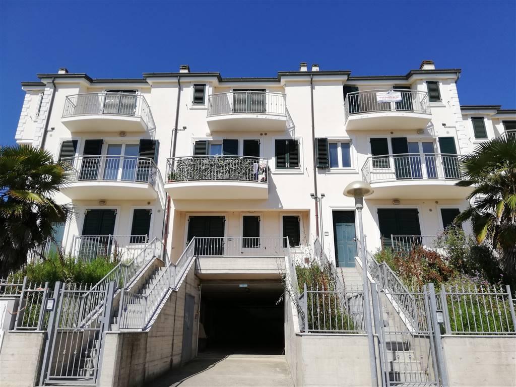 Appartamento in vendita a Porto Recanati, 5 locali, zona Zona: Quartiere Ovest - Grotte - Montarice, prezzo € 157.000 | CambioCasa.it