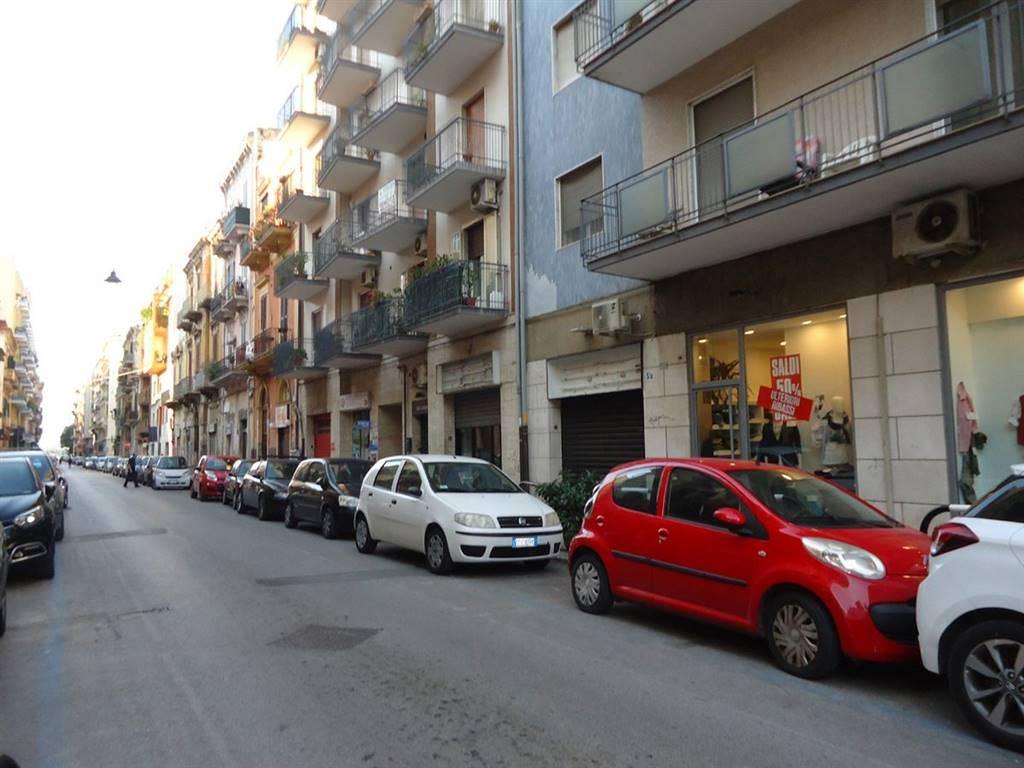 Negozio in Via Abbrescia 5/a, Madonnella, Bari