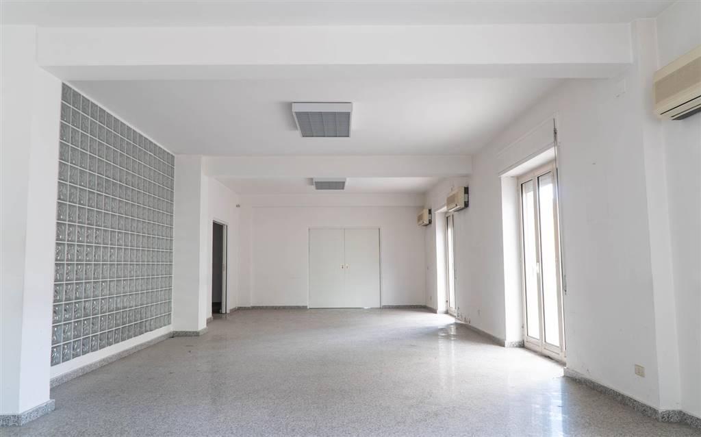 Ufficio / Studio in vendita a Cosenza, 8 locali, zona Zona: Mazzini, prezzo € 290.000   CambioCasa.it