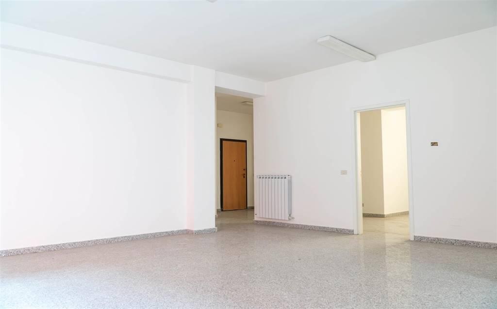 Ufficio / Studio in vendita a Cosenza, 4 locali, zona Zona: Mazzini, prezzo € 160.000   CambioCasa.it