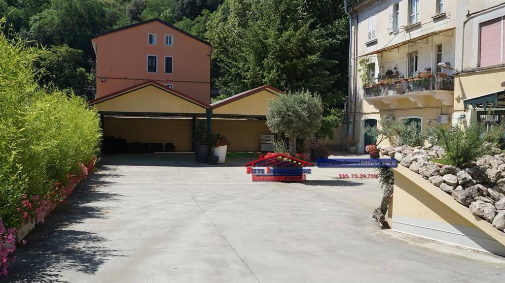 Immobile Commerciale in vendita a Cosenza, 9999 locali, zona Zona: Centro Storico, prezzo € 160.000   CambioCasa.it
