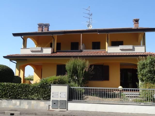 Bifamiliare, Quart. 2000, Piacenza, in ottime condizioni