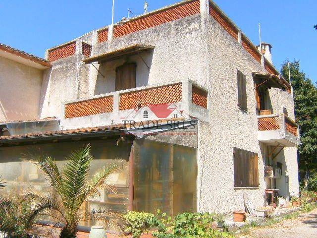 Casa singola, Casine Di Paterno, Ancona, da ristrutturare