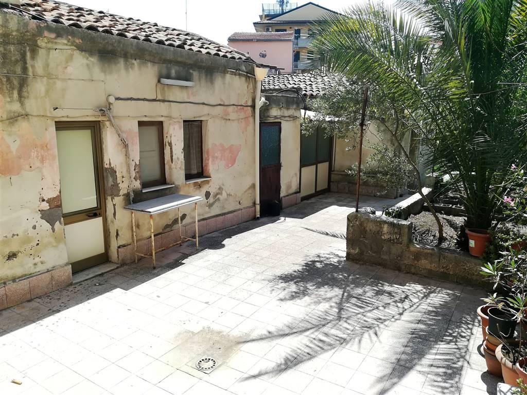 Casa semi indipendente, Via P. Nicola - Picanello, Catania, da ristrutturare