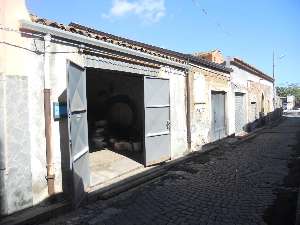 Casa singola, Cibali, Catania, da ristrutturare