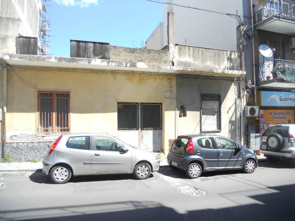 Casa semi indipendente, San Giorgio , Librino, Catania, da ristrutturare