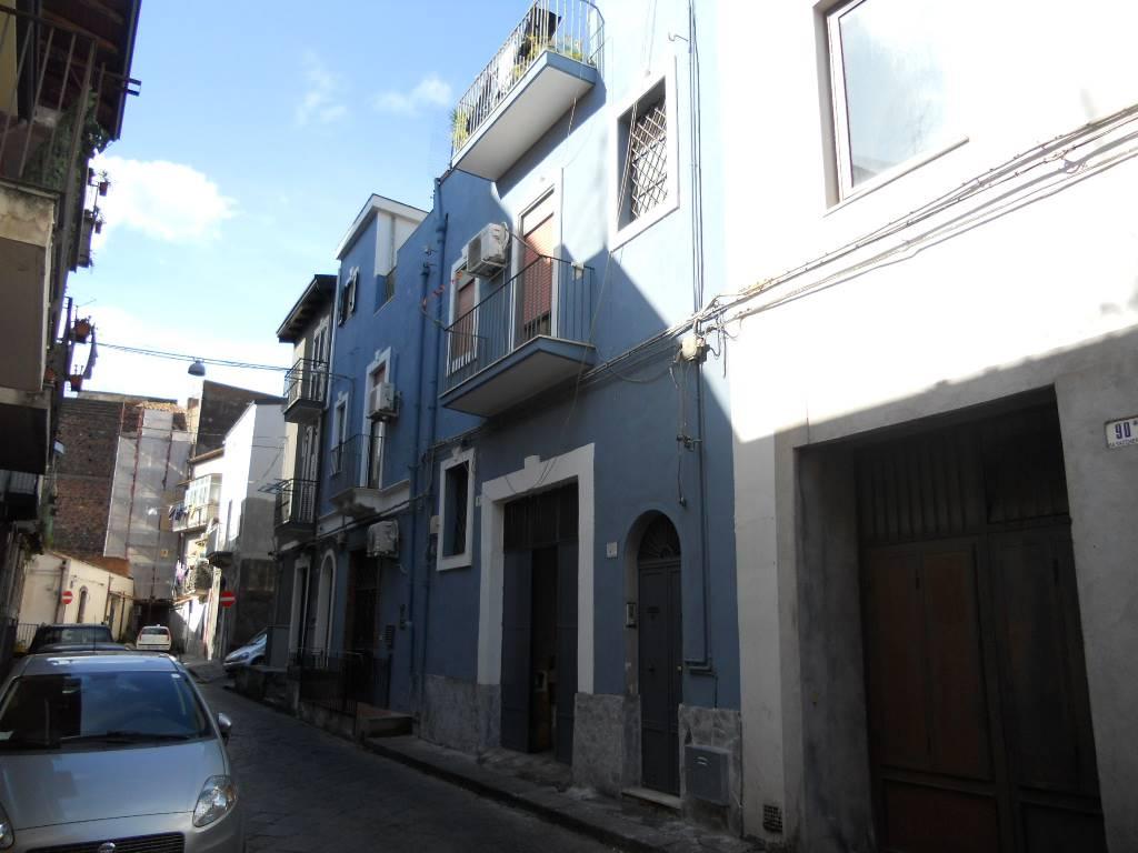 Garage / Posto auto, Piazza Palestro, Catania, da ristrutturare