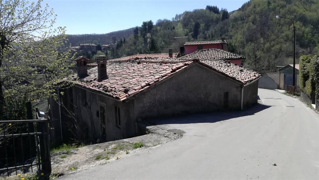Casa singola, Molazzana, da ristrutturare
