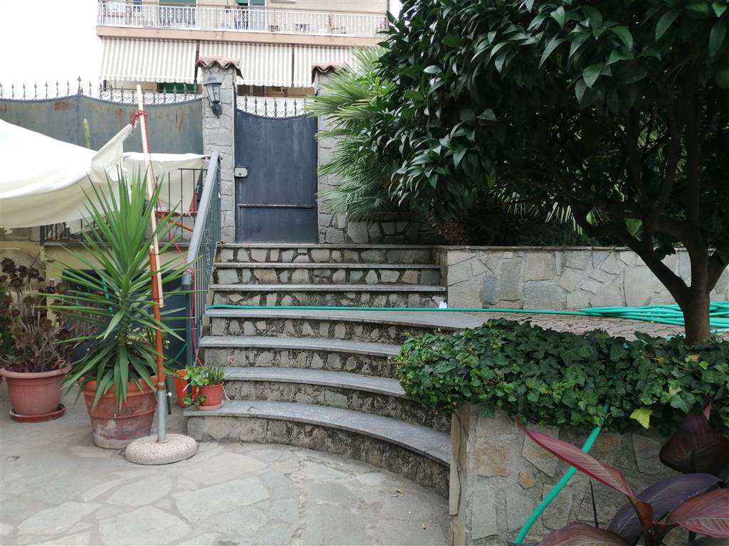 Villa in vendita a Camporosso, 4 locali, prezzo € 400.000 | CambioCasa.it