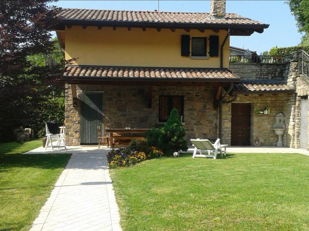 Villa, Valverde, Bergamo, ristrutturata