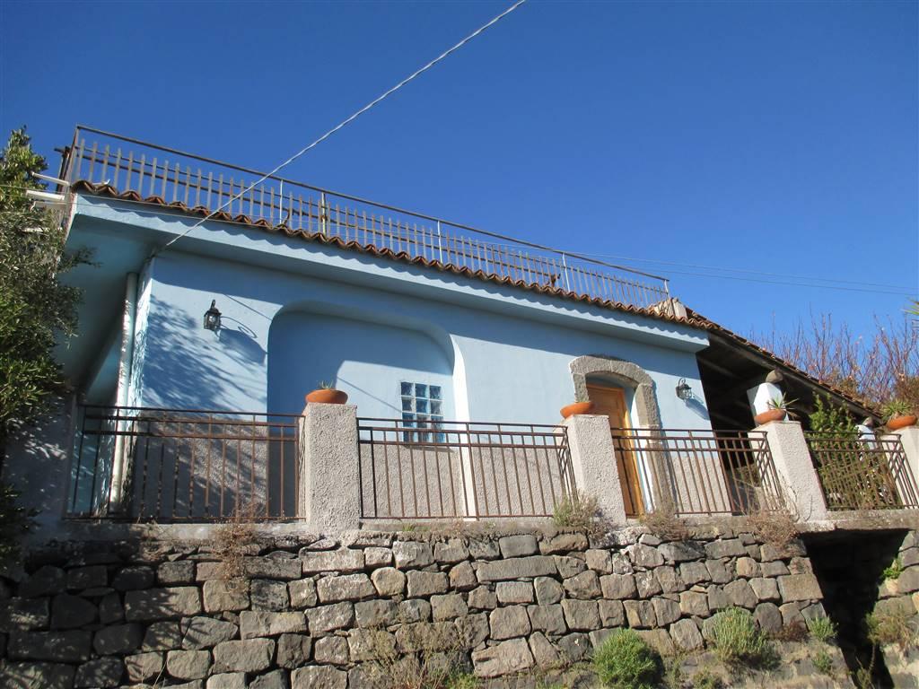 Villino in Contrada Parafolio, Piedimonte Etneo