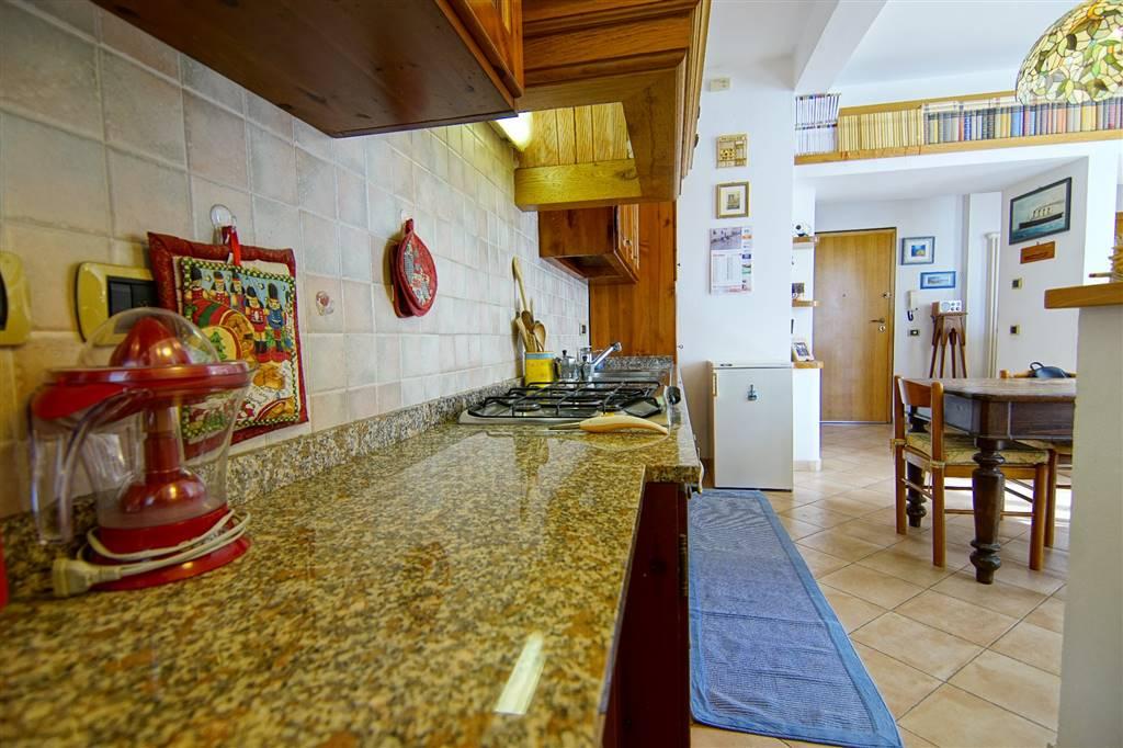 Appartamento in vendita a Levanto, 8 locali, prezzo € 430.000 | CambioCasa.it