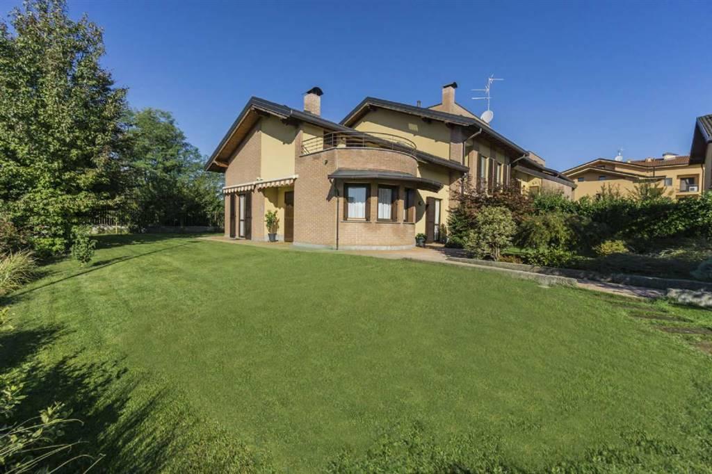 Villa a schiera in Via B. Gigli 8, Velate, Usmate Velate